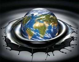 Troppo petrolio: crolla il prezzo e si alza la tensione globale