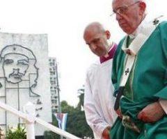 Papa Francesco: con i movimenti popolari contro la tirannide capitalista